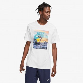 NIKE  t-shirt M NSW TEE FESTIVAL PHOTO